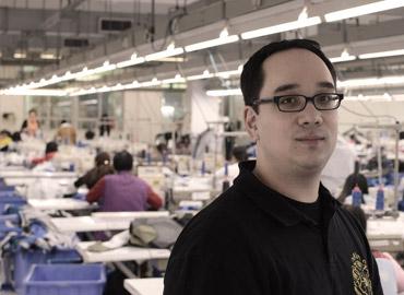 Nick Lin-Hi in einer Textilfabrik in Südchina